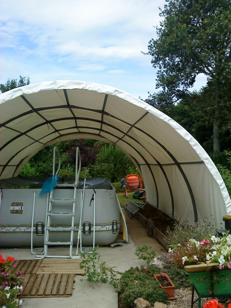 Bâche pour petit tunnel avec structure métalique