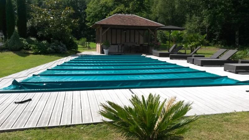 B che pour piscine bache bourgoin for Bache piscine autoportante
