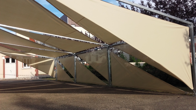 Abris de terrasse avec une structure